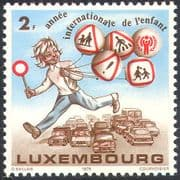 Luxembourg 1979 IYC/ International Year of the Child/ Cars/ Road Signs/ Safety/ Transport 1v n42424